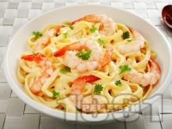 Талятели паста със сметана, жълтъци и скариди - снимка на рецептата